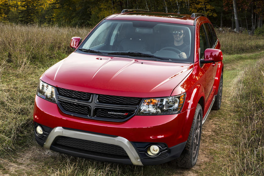 2020 dodge journey soldiers on with a simplified lineup