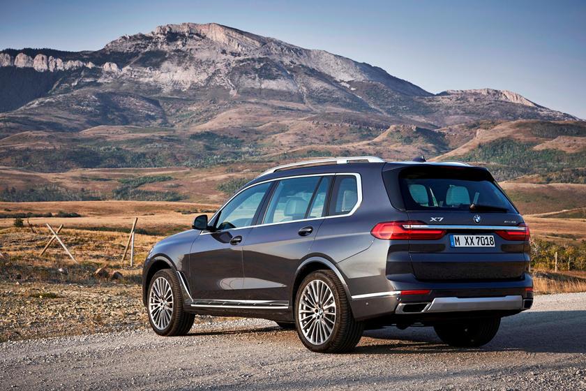 2019-2020 BMW X7 Rear View