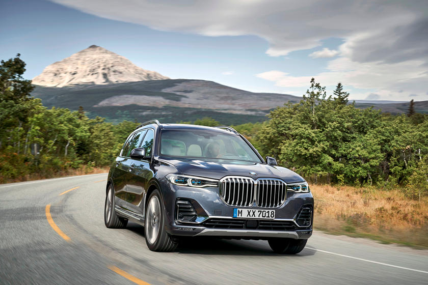 2019-2020 BMW X7 Front View Driving