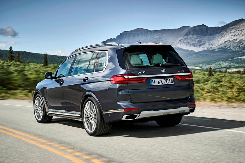 2019-2020 BMW X7 Rear View Driving
