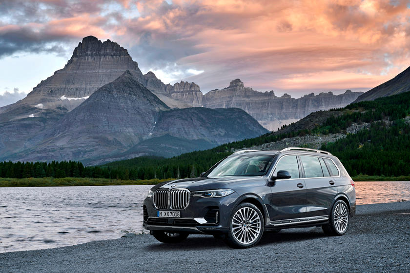 2019-2020 BMW X7 Front View