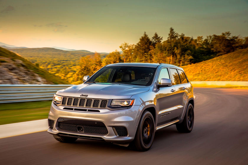 2018-2020 Jeep Grand Cherokee Trackawk Front View Driving