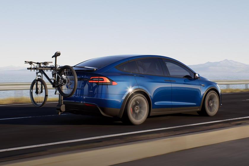 Conduite en perspective arrière à carreaux Tesla Model X 2021