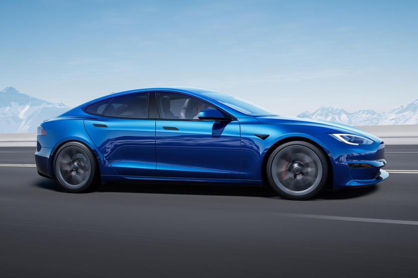 Conduite en perspective latérale à carreaux Tesla Model S 2021