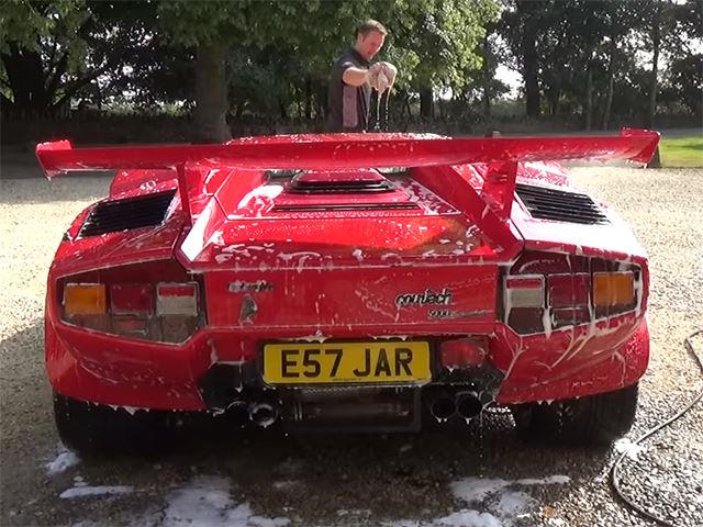 Detailing A Lamborghini Countach Is As Crazy As You D Expect Carbuzz