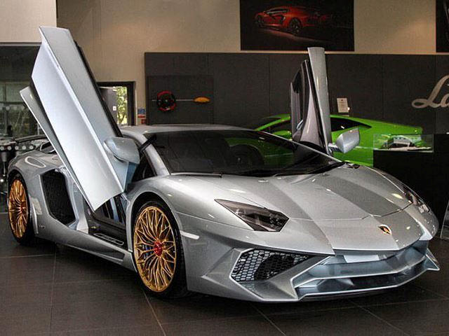 The Last Ever Lamborghini Aventador Sv Has A Porsche Paint Job Carbuzz