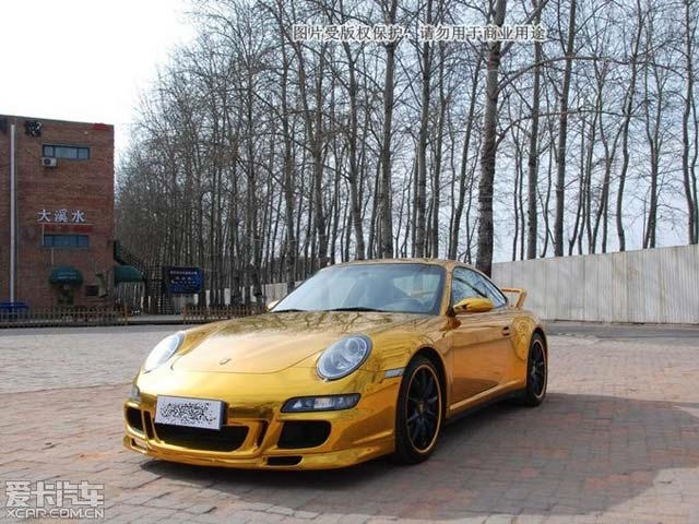 Porsche 911 Carrera 4S Wrapped in Gold Chrome in China | CarBuzz