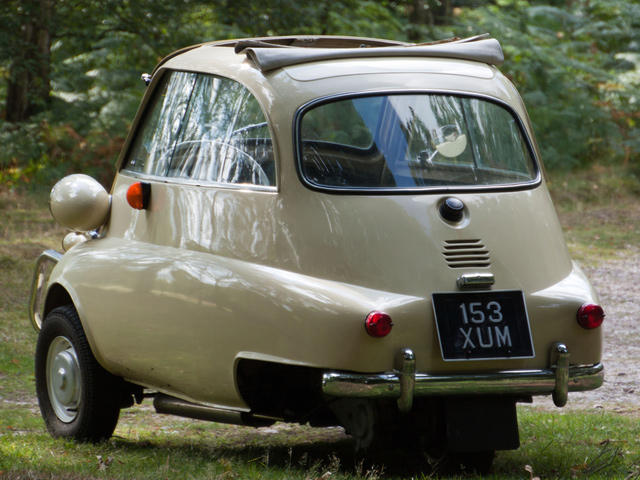 Famously Unsafe: BMW Isetta | CarBuzz